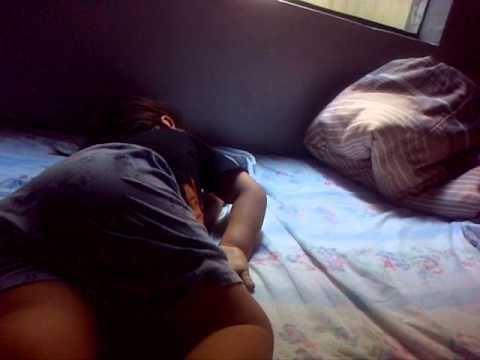 Hombre solo durmiendo massagem tantrica Gondomar-67723