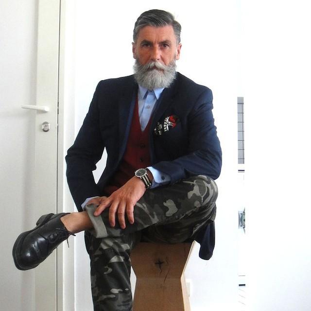Imagenes de un hombre sentado solo sexy folla Rubí-95080