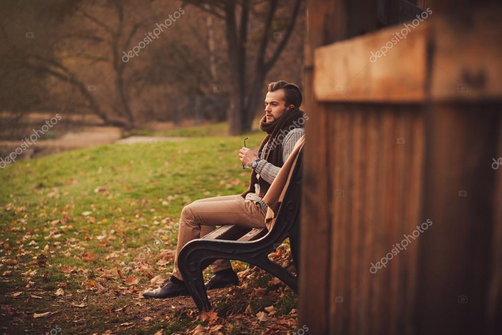 Imagenes de un hombre sentado solo sexy folla Rubí-32960