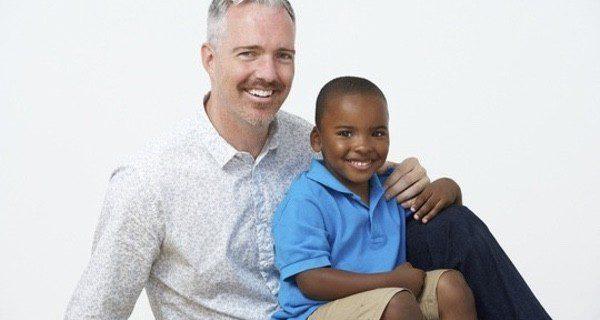 Un hombre soltero puede adoptar un niño en Inglaterra massagem tantrica São José-54378